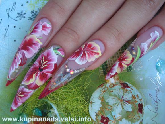 На фотографиях показано постепенное развитие такого дизайна ногтей.