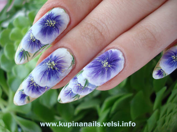 Китайская роспись ногтей на коротких ногтях.