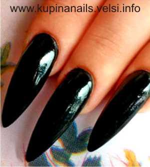 Дизайн ногтей - цветущие пионы. Шаг 1. Покрываем ногти черным лаком. Фото 1.
