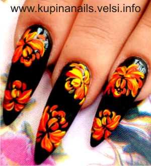 Дизайн ногтей - цветущие пионы. Шаг 3. Уравновешиваем дизайн такими же пионами, но меньшими по размеру. Фото 3.