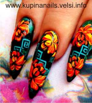 Дизайн ногтей - цветущие пионы. Шаг 5. Добавляем геометрические фигуры в виде квадратов, используя бирюзовый цвет. Фото 5.