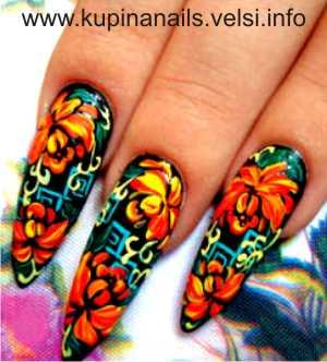 Дизайн ногтей - цветущие пионы.  Шаг 6. Желтым цветом пастельного оттенка рисуем завитки. Фото 6.