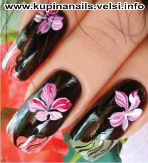 Как рисовать на ногтях цыганские мотивы для нарощенных ногтей, дизайн ногтей, фото пошагового выполнения. 3. Для самого крупного цветка берем на кисть белую, розовую и малиновую краски одновременно.