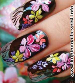 Как рисовать на ногтях цыганские мотивы для нарощенных ногтей, дизайн ногтей, фото пошагового выполнения. 6. Зелень делаем сочную, используя основной зеленый и немного белого цвета.