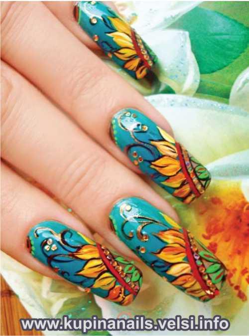 Восточный подсолнух в дизайне нарощеных ногтей фото.