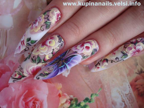 Бутон розы на ногтях.